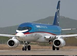 Avión Sukhoi en la pista