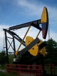 Foto de balancín explotando petróleo