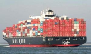 Barco-comercial-transportando-contenedores
